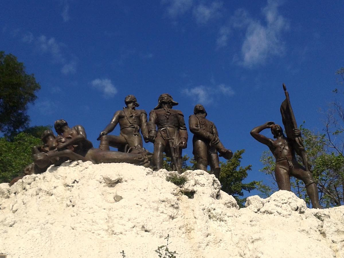 Sculpture of five soldiers in battle.
