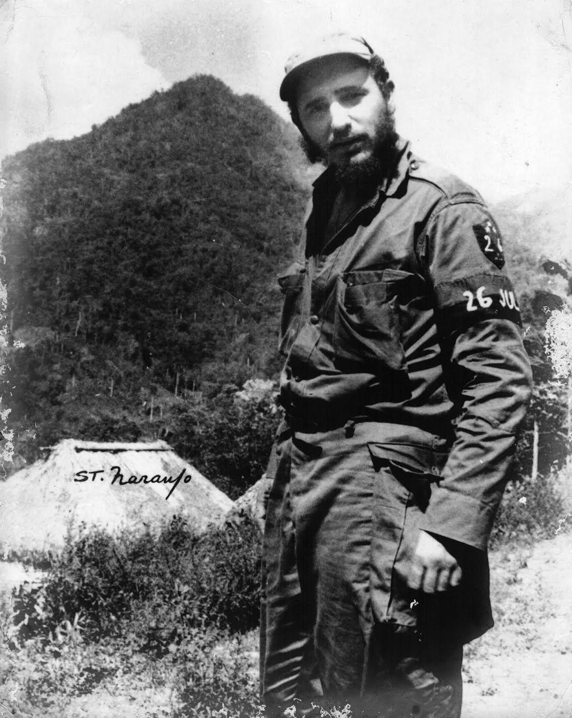 Picture of Fidel Castro in uniform, standing.