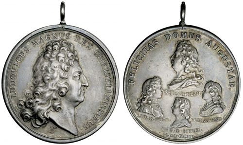 Both sides of the family medal of Louis XVI with his bust and the busts of his children.