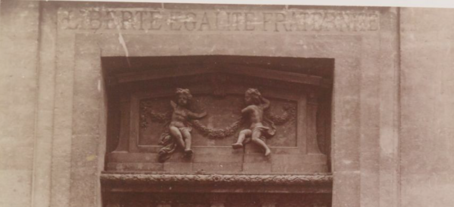 Sculpted facade of the Eglise Saint-Louis en l'Ile.